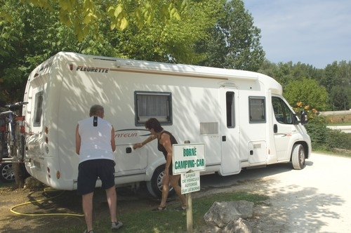 Emplacement - Passage Camping-Car (Maxi 1 Nuit - Arrivée À 18H, Départ À 9H) - Camping Les Lacs de Courtès