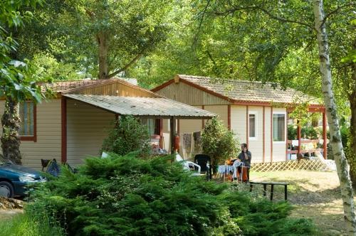 Location - Bungalow Lavandou 28 M² (2 Chambres) - Camping Les Lacs de Courtès