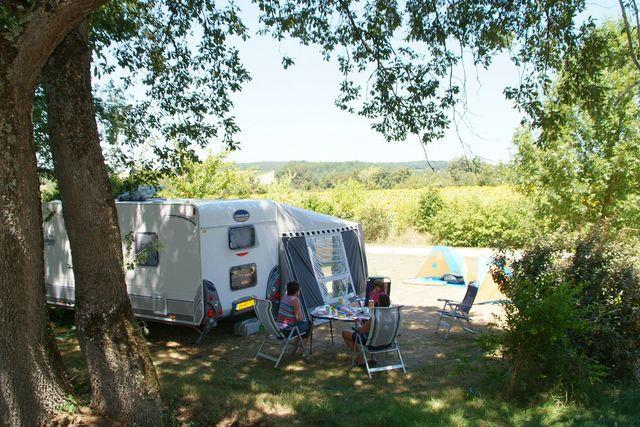 Emplacement - Emplacement Classique - Électricité 10A - 180M² - Camping Castel Le Camp de Florence
