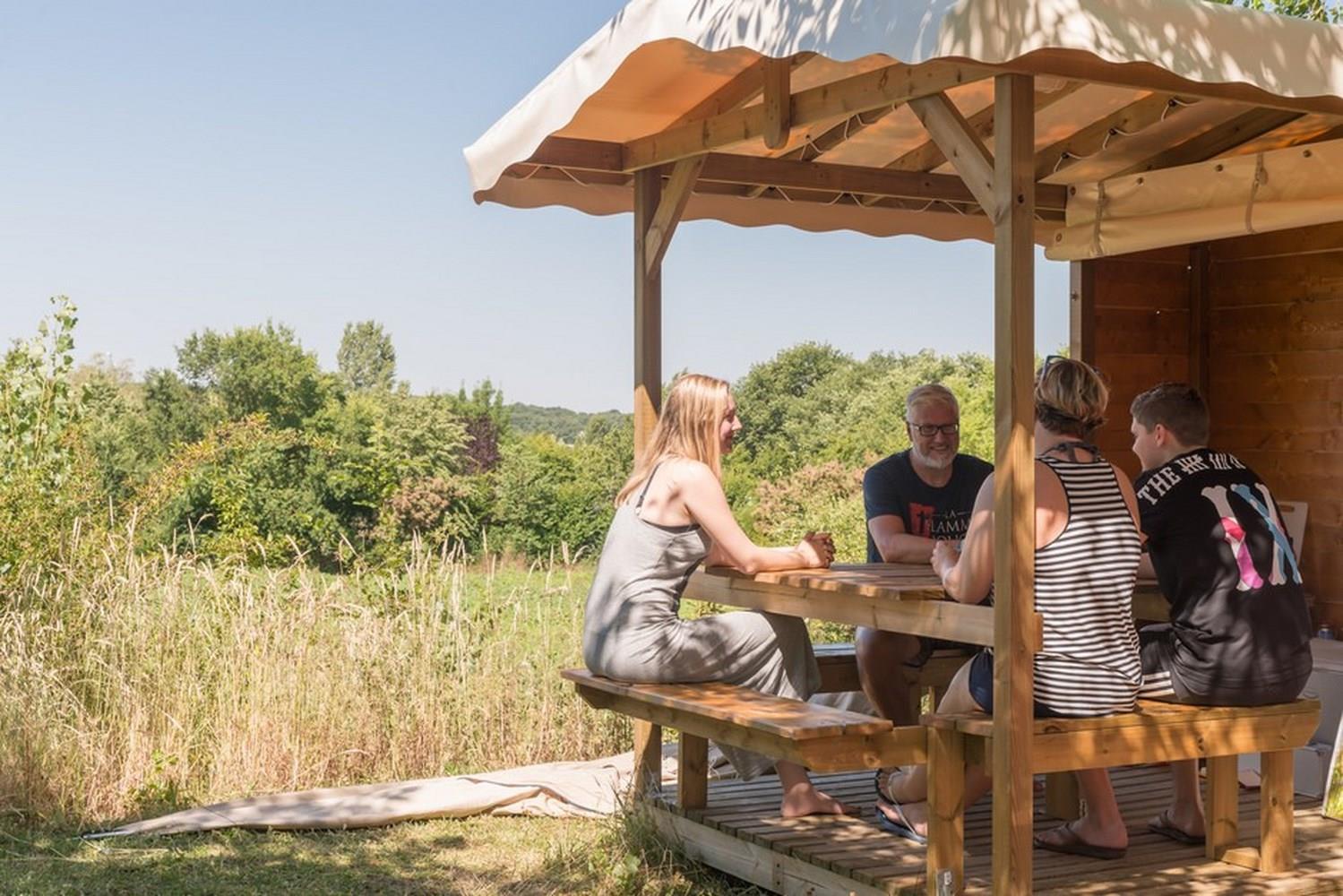 Emplacement - Emplacement Castel Premium- 130M² - Électricité 10A - Eau - Wifi Gratuit - Frigo - Bbq - Meubles De Jardin - Camping Castel Le Camp de Florence