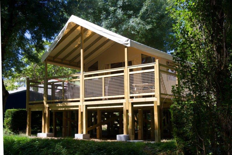 Location - Tente Lodge Pêcheur ** 2 Chambres - Yelloh! Village Le Lac des Trois Vallées