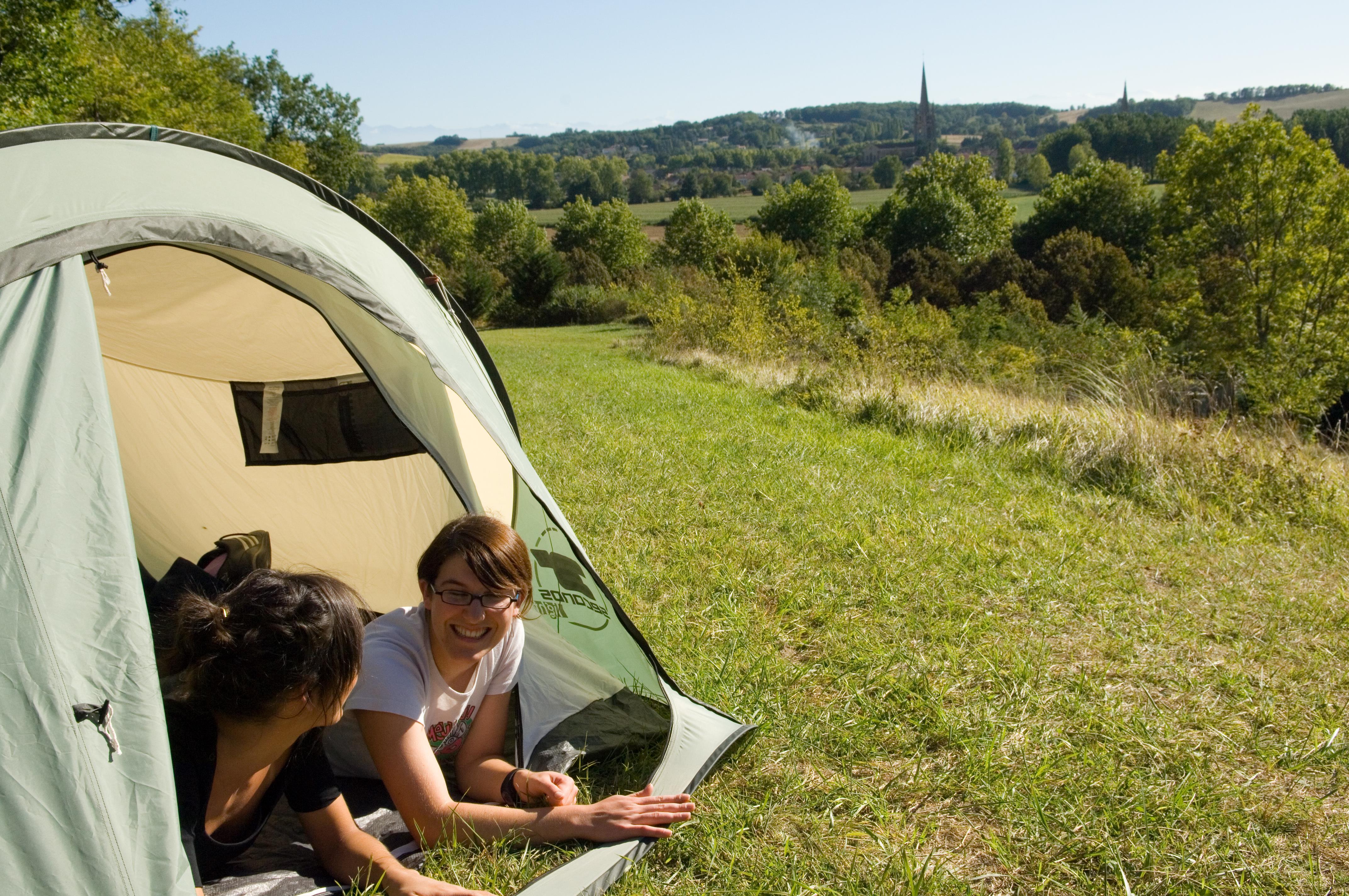 Emplacement - Forfait Nature (Tente - Sans Voiture , Sans Electricité -) - Camping du Lac