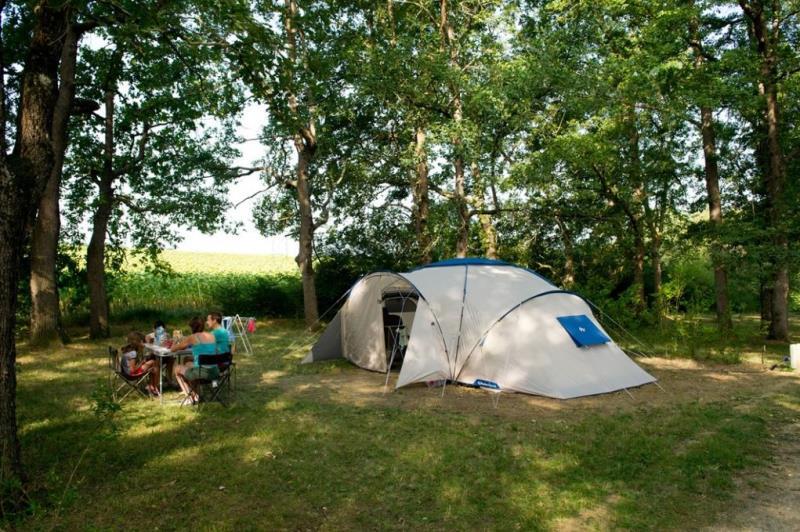 Emplacement - Forfait Nature (1 Tente, 1 Voiture) - Camping Sites et Paysages Aramis