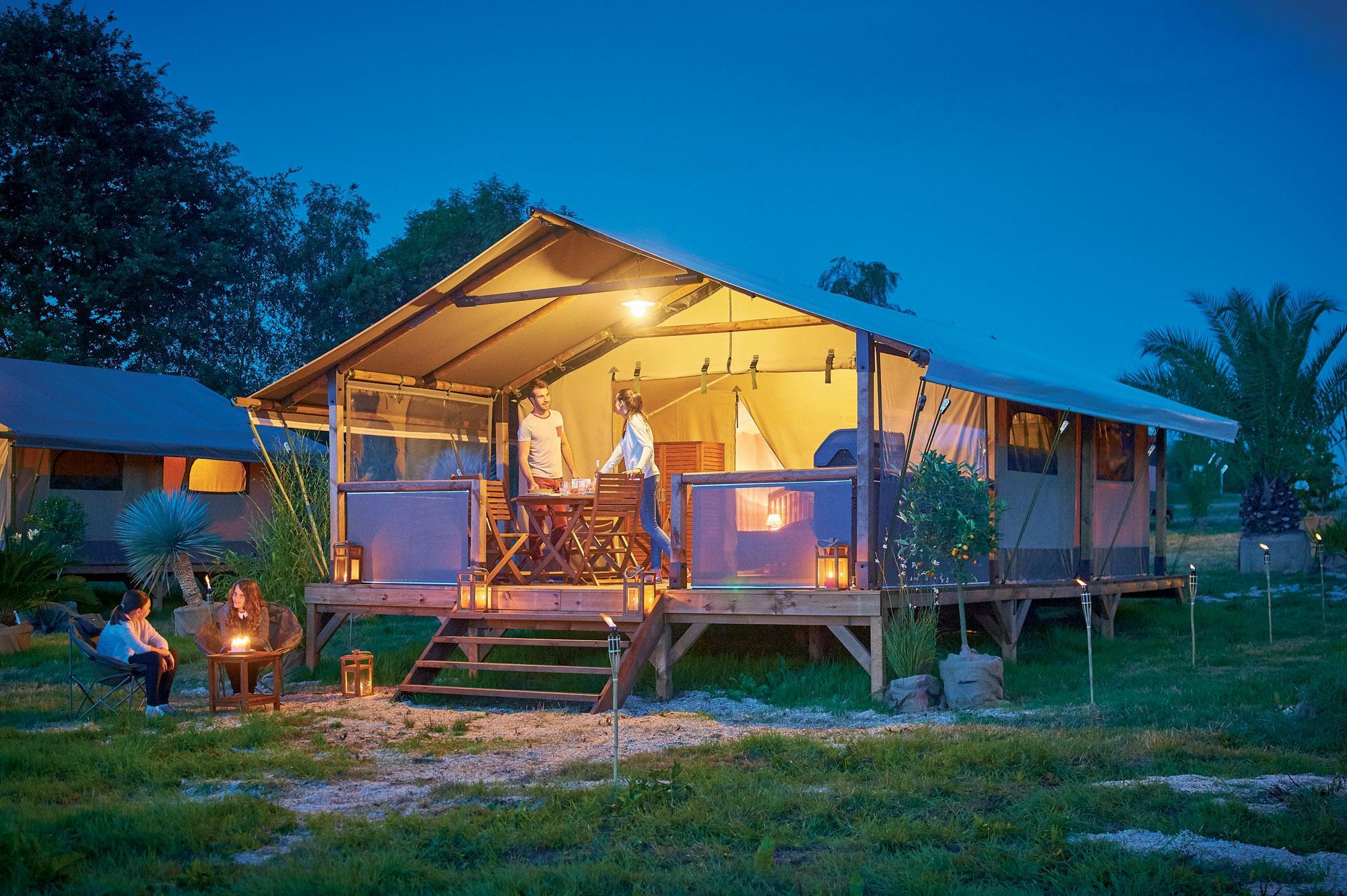 Location - Tente Lodge Luxe 46 M2, 2 Chambres, Avec Sdb, Wc, Terrasse Couverte, Barbecue Au Gaz, Vue Sur Le Lac - Camping Sites et Paysages Aramis