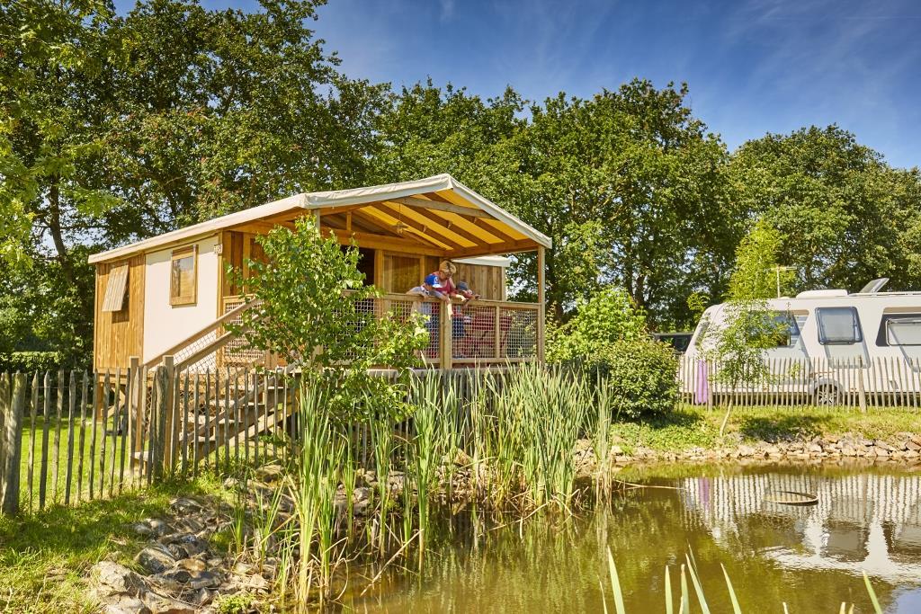 Location - Premium Lodge Cosyflower (2 Chambres) + Terrasse Couverte - Camping Du Lac de la Chausselière