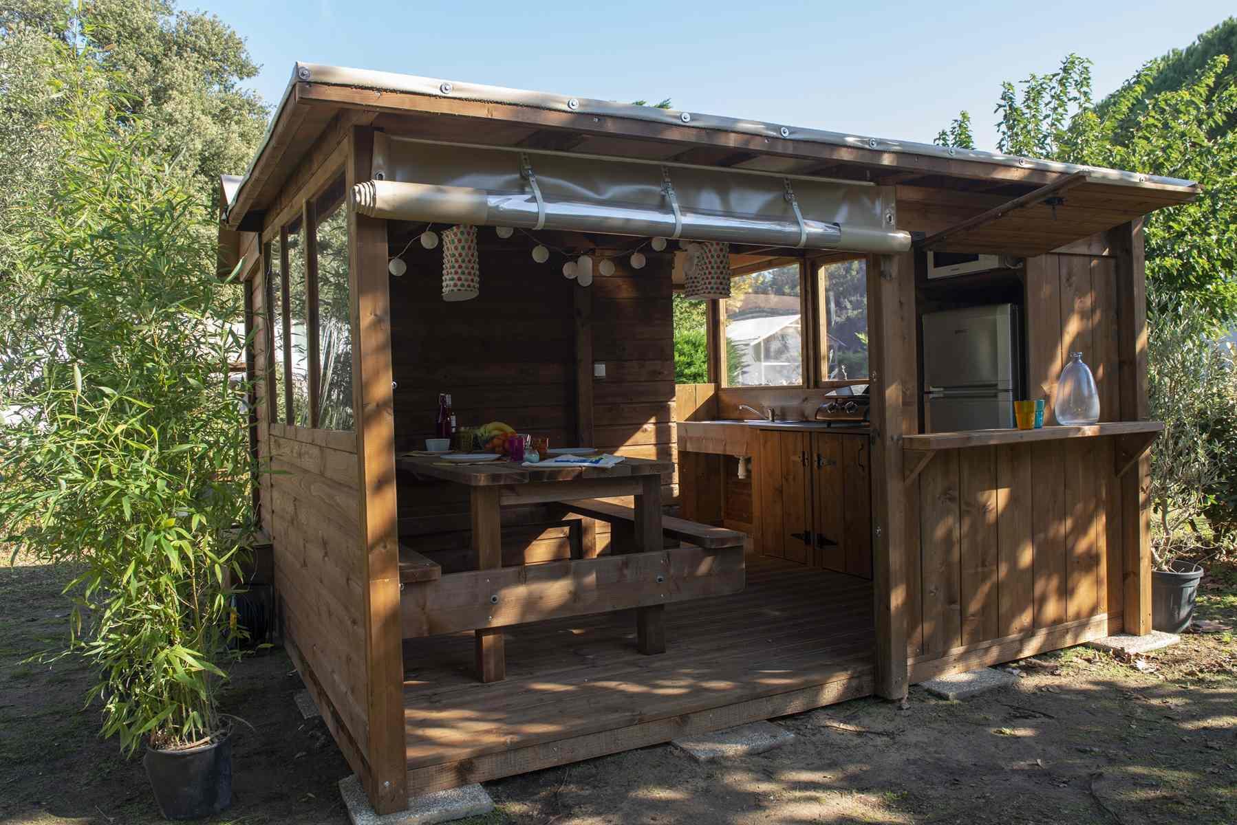 Emplacement - Forfait Premium Freecamp Guinguette - Cabane Privative Avec Sanitaire Et Cuisine Privatifs (1 Tente, Caravane Ou Camping-Car / 1 Voiture / Électricité 16A) 2 Pers. - Camping Du Lac de la Chausselière