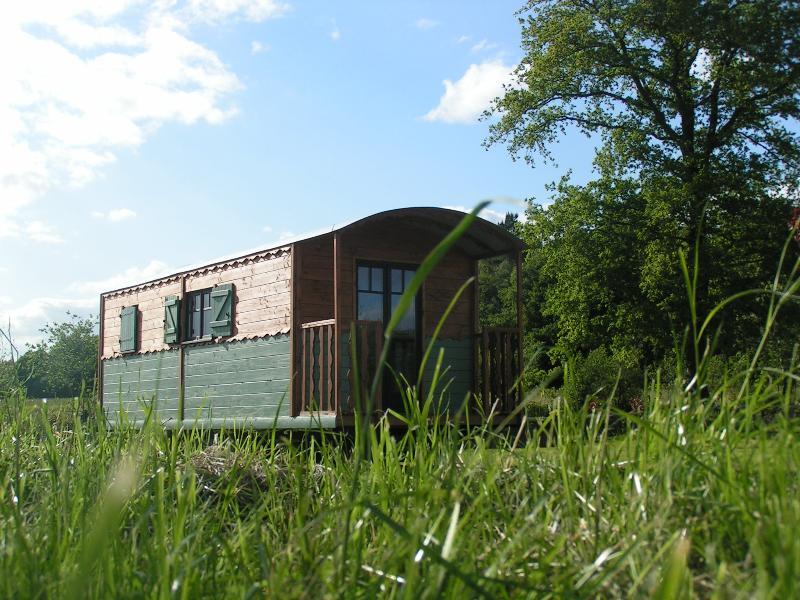 Location - Roulotte Confort+ 22 M² Avec Salle De Bain - Domaine de Kervallon
