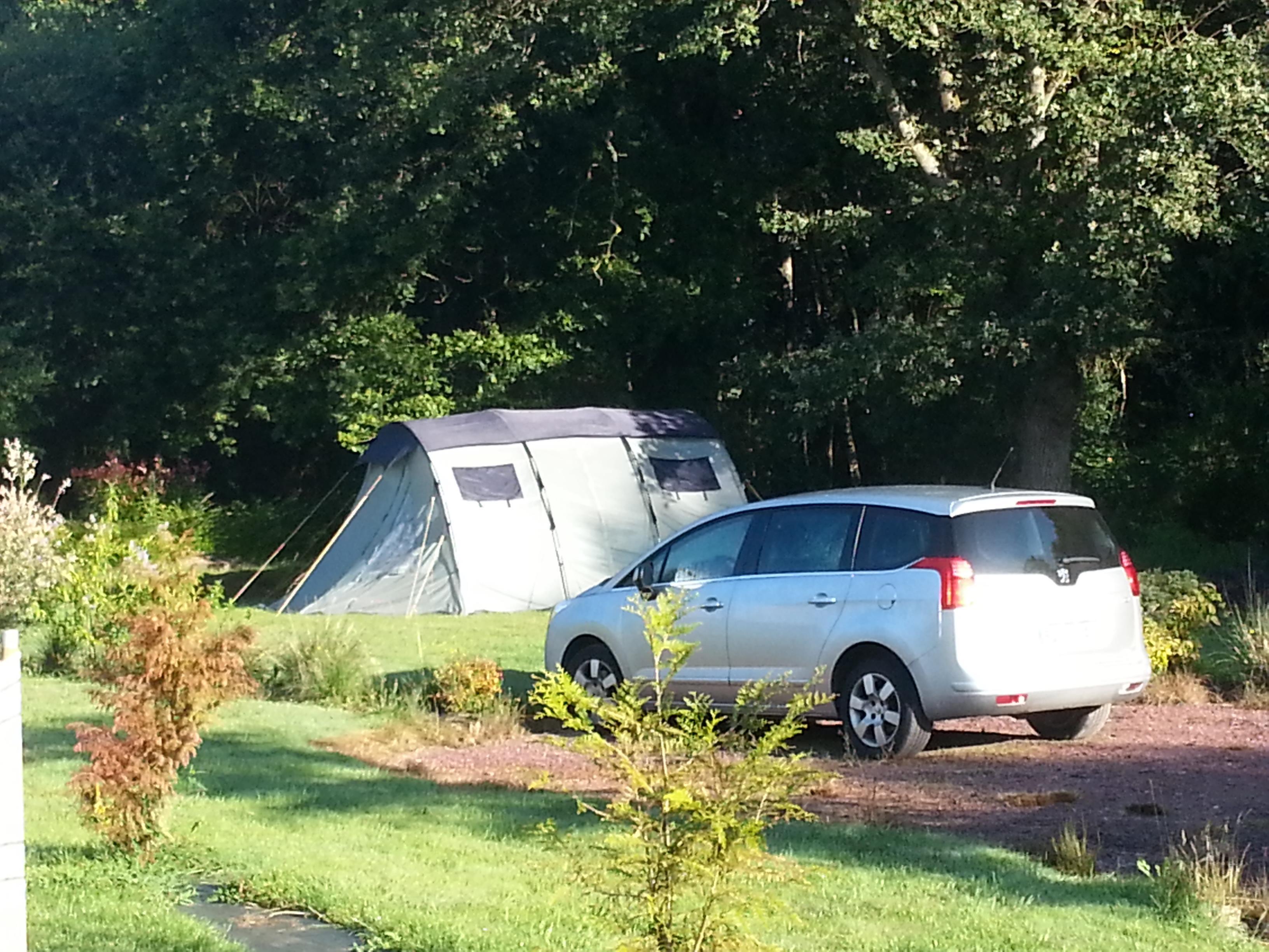 Emplacement - Forfait Nature (1 Tente, Caravane Ou Camping-Car / 1 Voiture) - Domaine de Kervallon