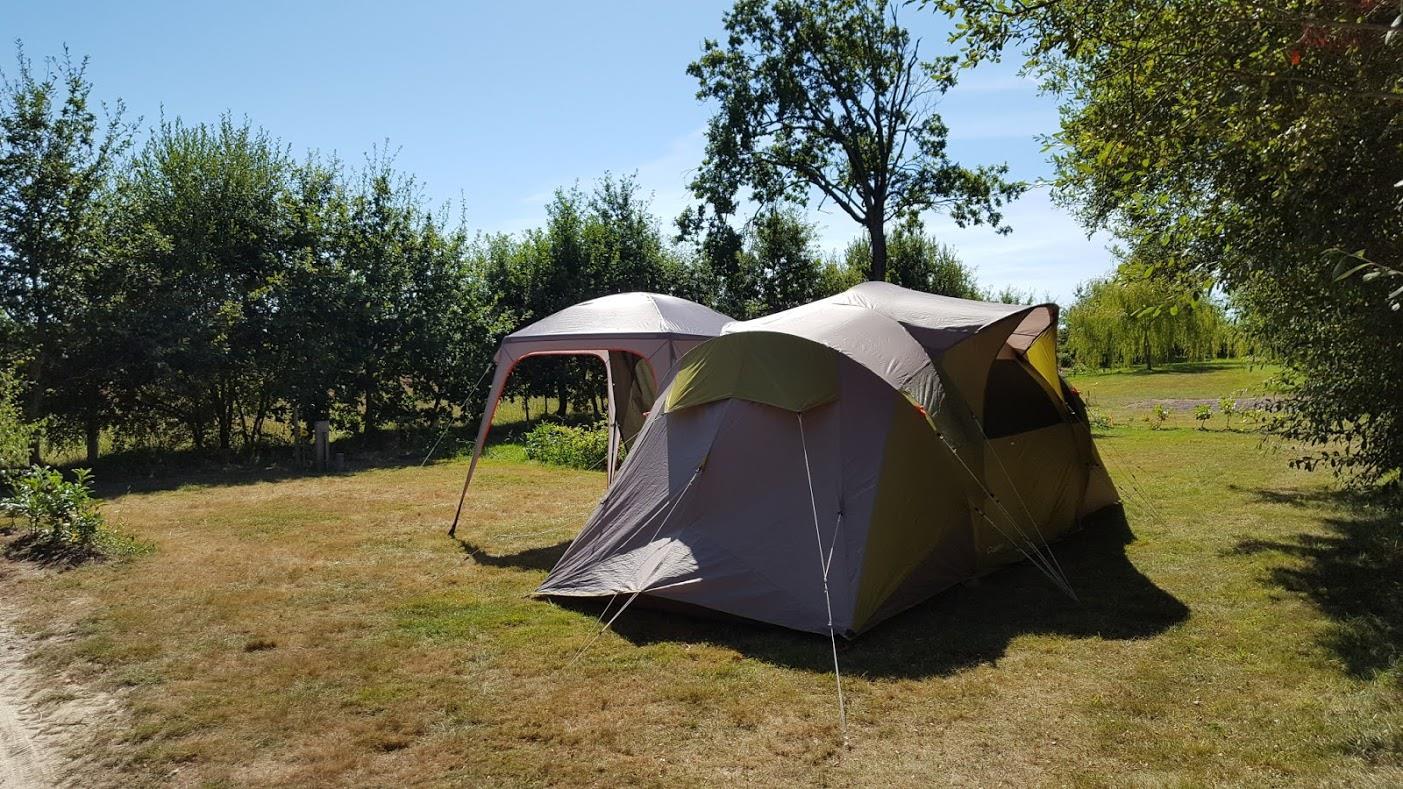 Emplacement - Forfait Privilège (1 Tente, Caravane Ou Camping-Car / 1 Voiture / Électricité 12A) + Raccordement Eau Et Évacuation Des Eaux Usées + Emplacement De 200 M² - Domaine de Kervallon