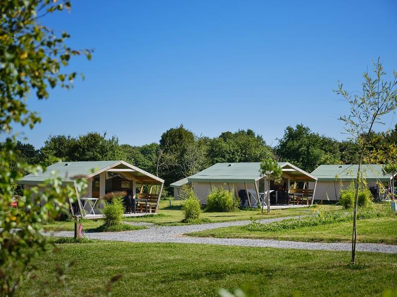 Location - Tente Safari Confort (Avec Sdb) - 30 M² (2 Chambres) Dont Terrasse Couverte 8 M² - Domaine de Kervallon