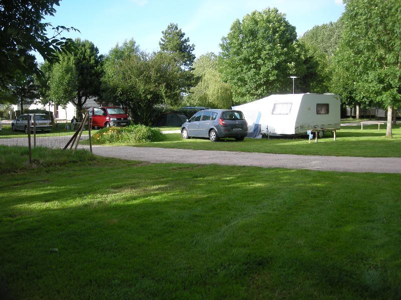 Forfait Confort (1 Tente ou 1 Caravane + 1 voiture ou 1 Camping-car / électricité 10A)