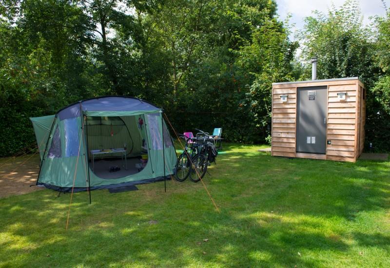 Emplacement - Emplacement Confort Avec Éléctricité (6A) Avec Sanitaires A (Douche, Toilette, Évier) - Ardoer Comfortcamping De Bosgraaf