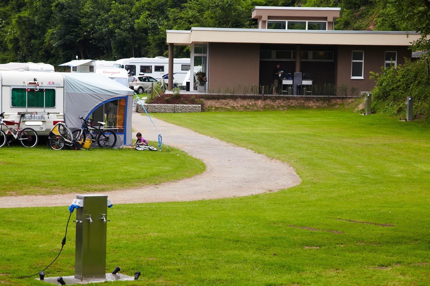 Emplacement - Emplacement 86 - 100 M2 Comfort - Prümtal-Camping Oberweis