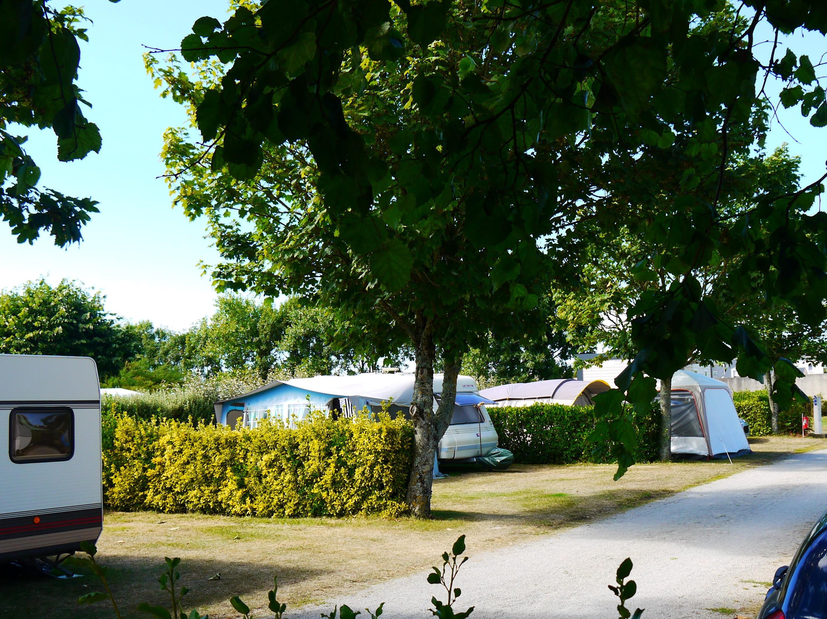 Emplacement - Forfait Nature (1 Tente, Caravane Ou Camping-Car / 1 Voiture) - Camping La Corniche