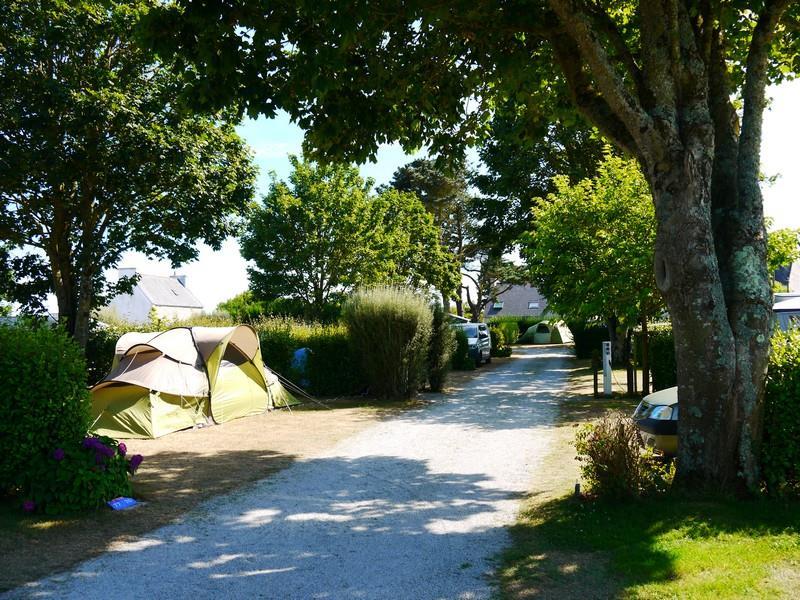Emplacement - Forfait Confort (1 Tente, Caravane Ou Camping-Car / 1 Voiture / Électricité 10A) - Camping La Corniche