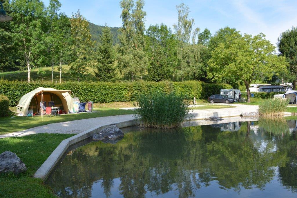 Premium-Stellplatz am Teich inkl. Auto