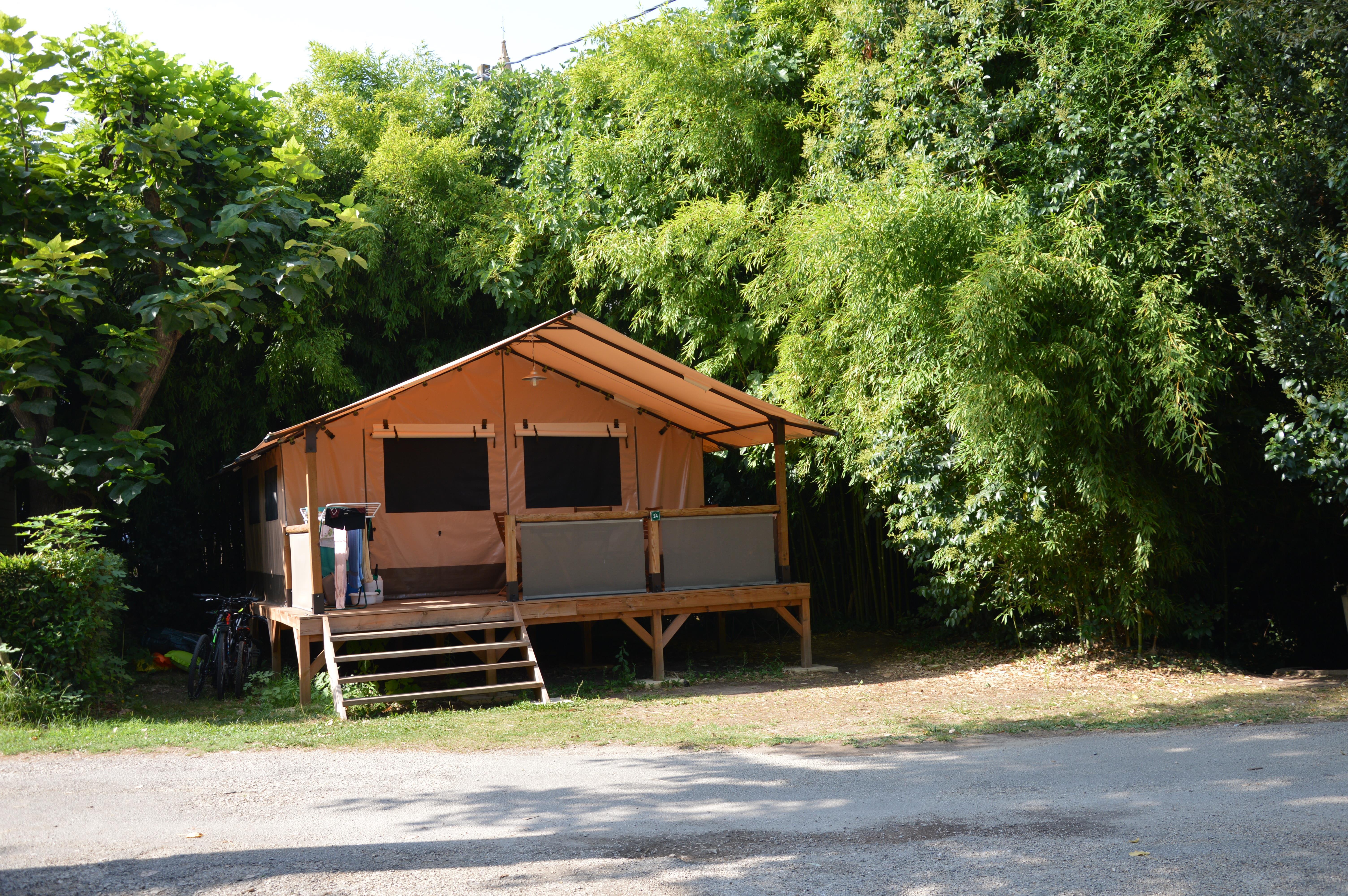 Tente Lodge  (sans sanitaire, sans eau) - Location du Dimanche au dimanche en Haute saison