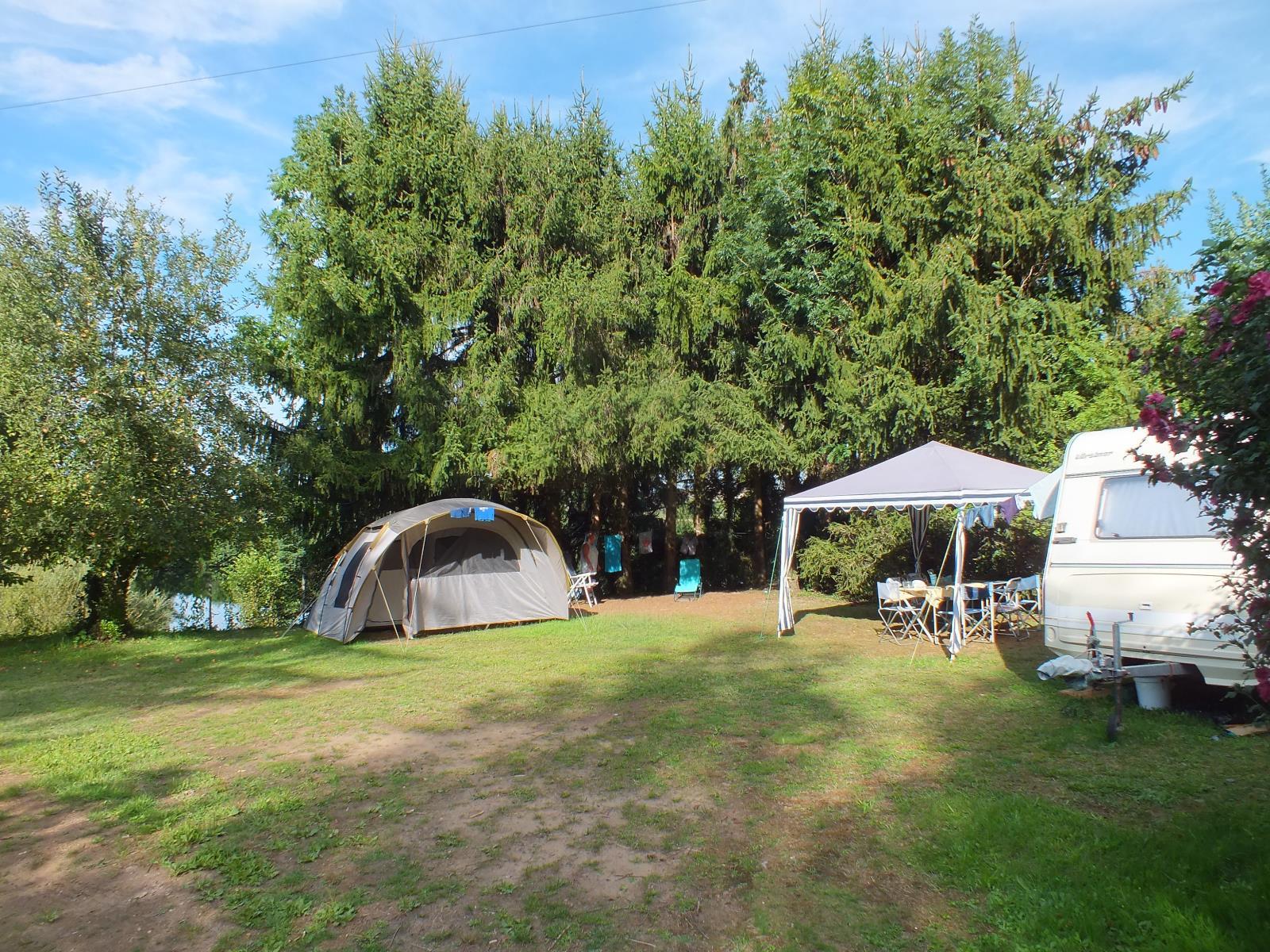 Forfait Confort : emplacement + 1 voiture + tente/caravane ou 1 camping-car + electricité 6A + 2 personnes -