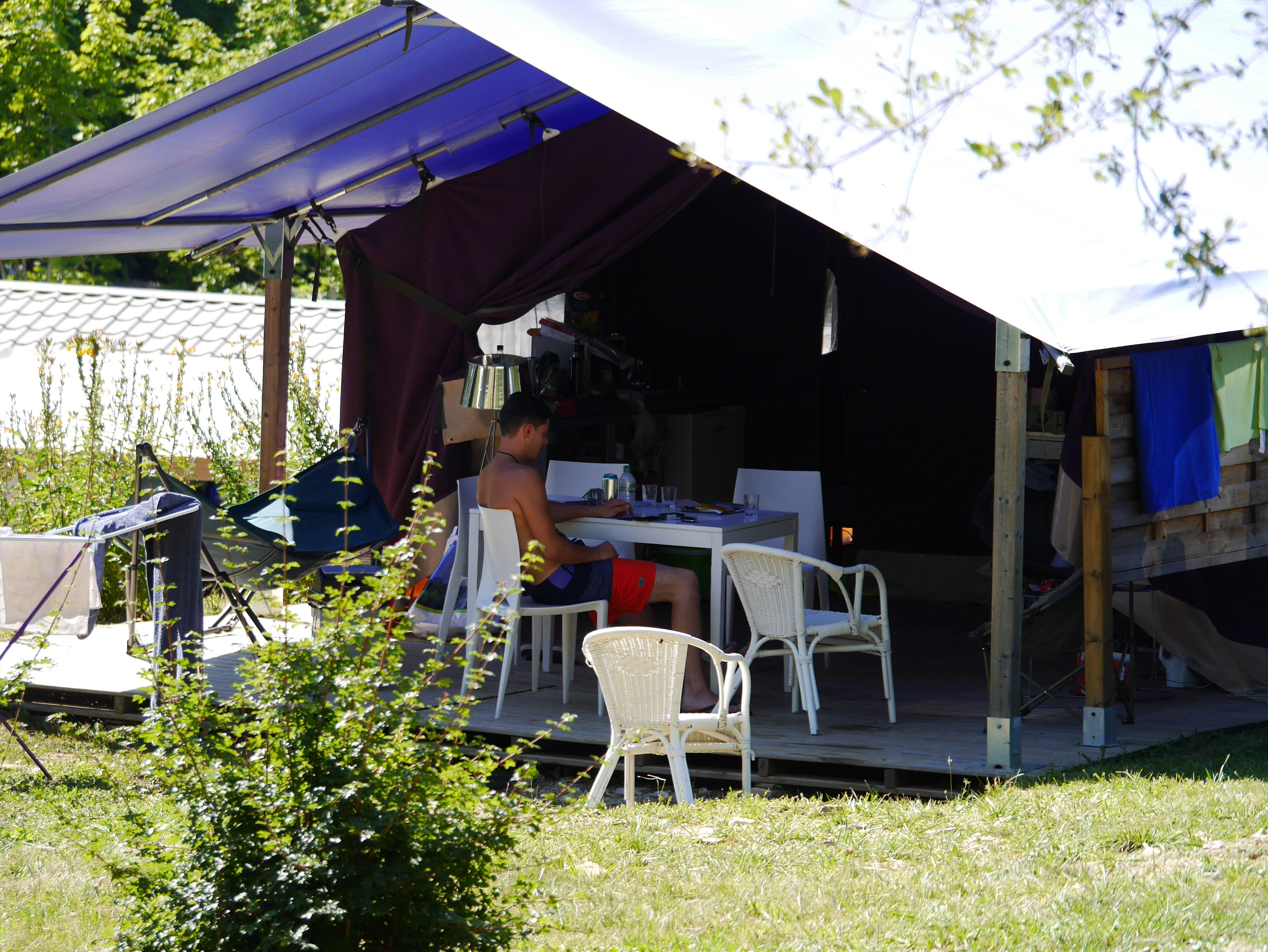 Accommodation - Canvas Bungalow Freeflower 37M²  (2 Bedrooms) Without Toilet Blocks - Flower Camping Le Lac aux Oiseaux