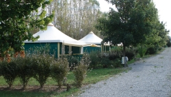 Accommodation - Canvas Bungalow Furnished Eco 25 M² (2 Bedrooms) Without Private Facilities (5 To 10 Years Old) - Flower Camping du Lac de Bonnefon