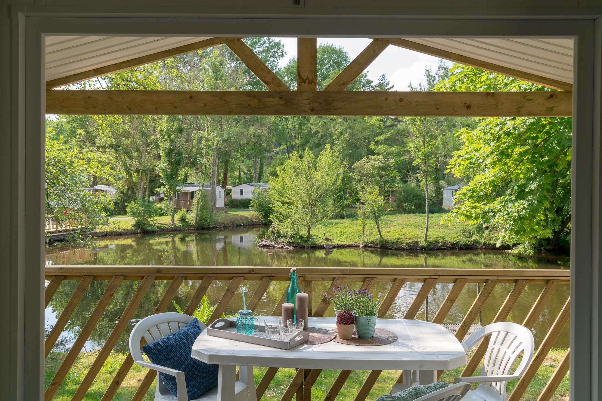 Location - Cottage Loggia Bay *** - 2 Chambres - Vue Lac - Camping Le Grand Paris
