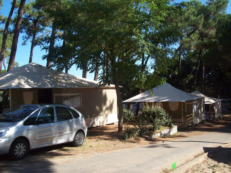 Location - Bungalow Toilé Lodge / 2 Chambres - Camping-Club Les Pins