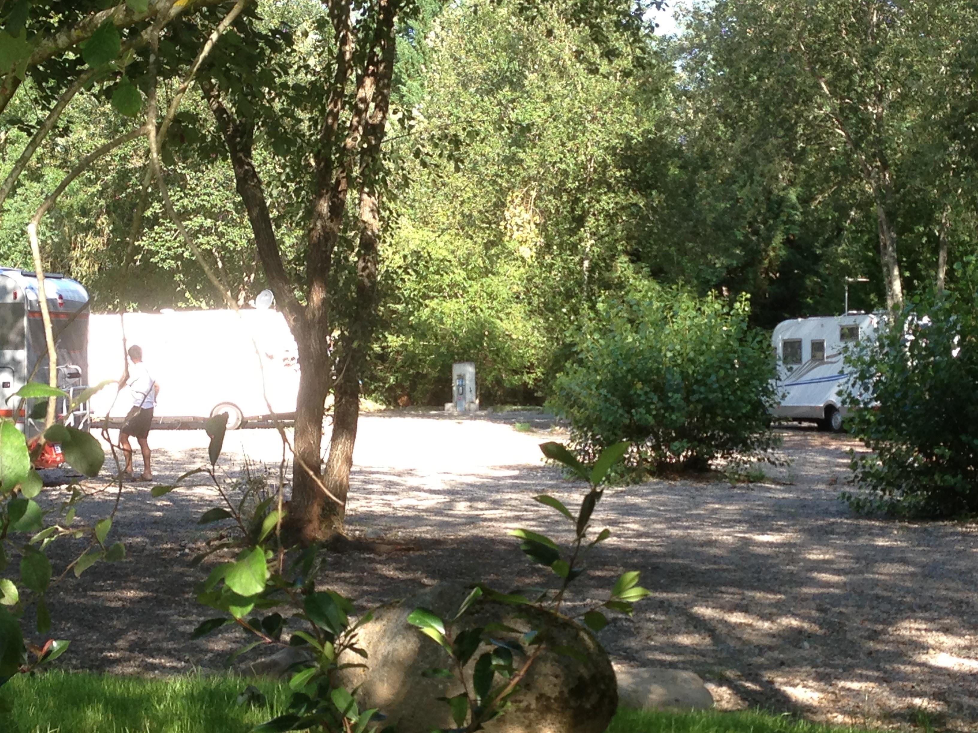 Emplacement - Forfait Aire Camping Car : 1 Empl / Électricité - Camping Les 4 Saisons