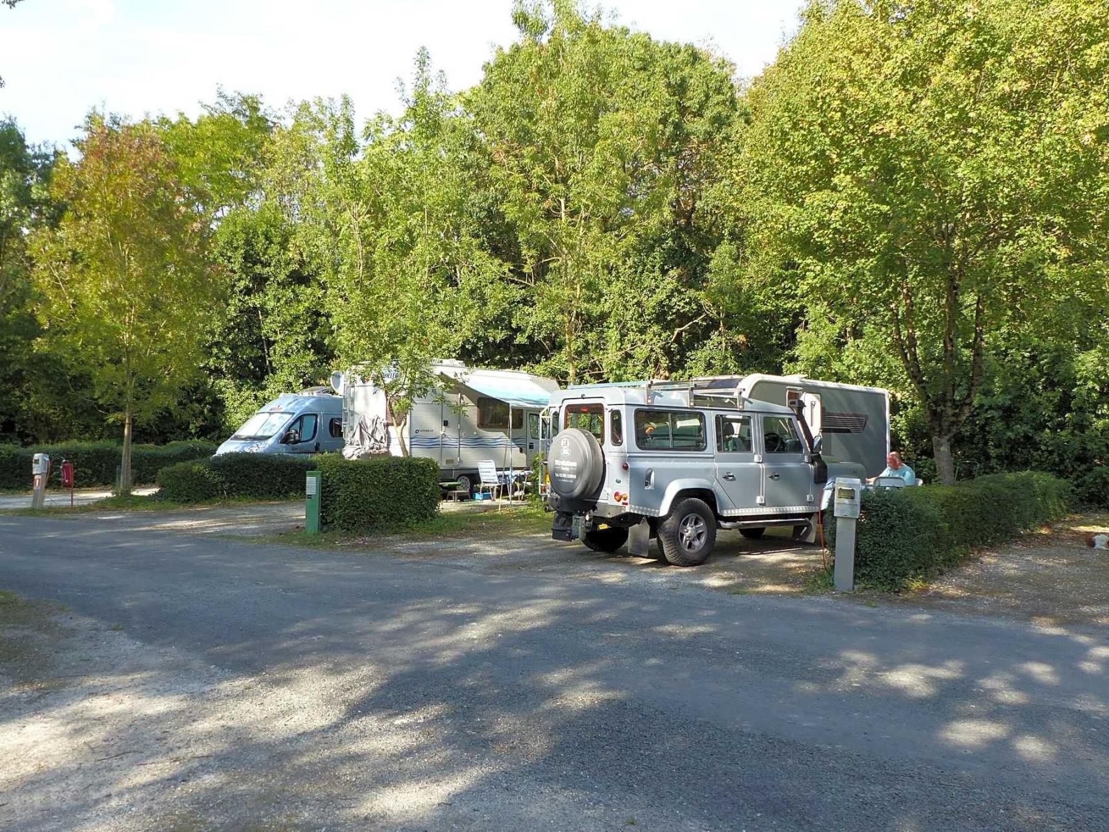 Emplacement - Forfait Nature (1 Tente, Caravane Ou Camping-Car / 1 Voiture) - Camping Le Bois Dinot