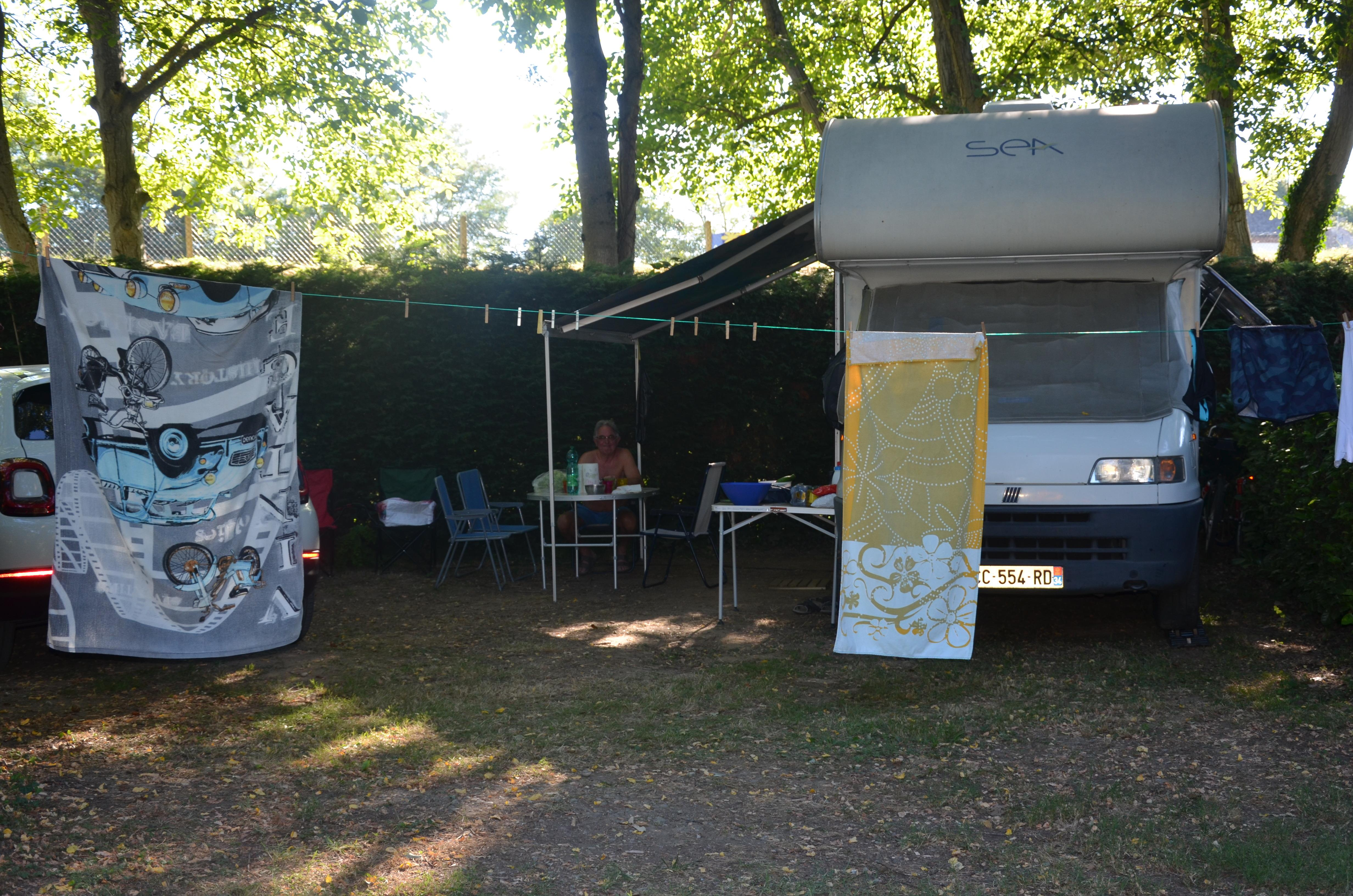 Emplacement - Forfait Confort (1 Tente, Caravane Ou Camping-Car / 1 Voiture / Électricité 10A) - Camping Les Mijeannes