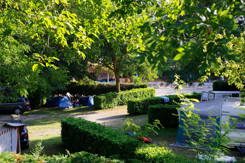 Emplacement - Forfait Privilège (1 Tente, Caravane Ou Camping-Car / 1 Voiture / Électricité 10A) De 130 À 150 M² - Camping Les Mijeannes