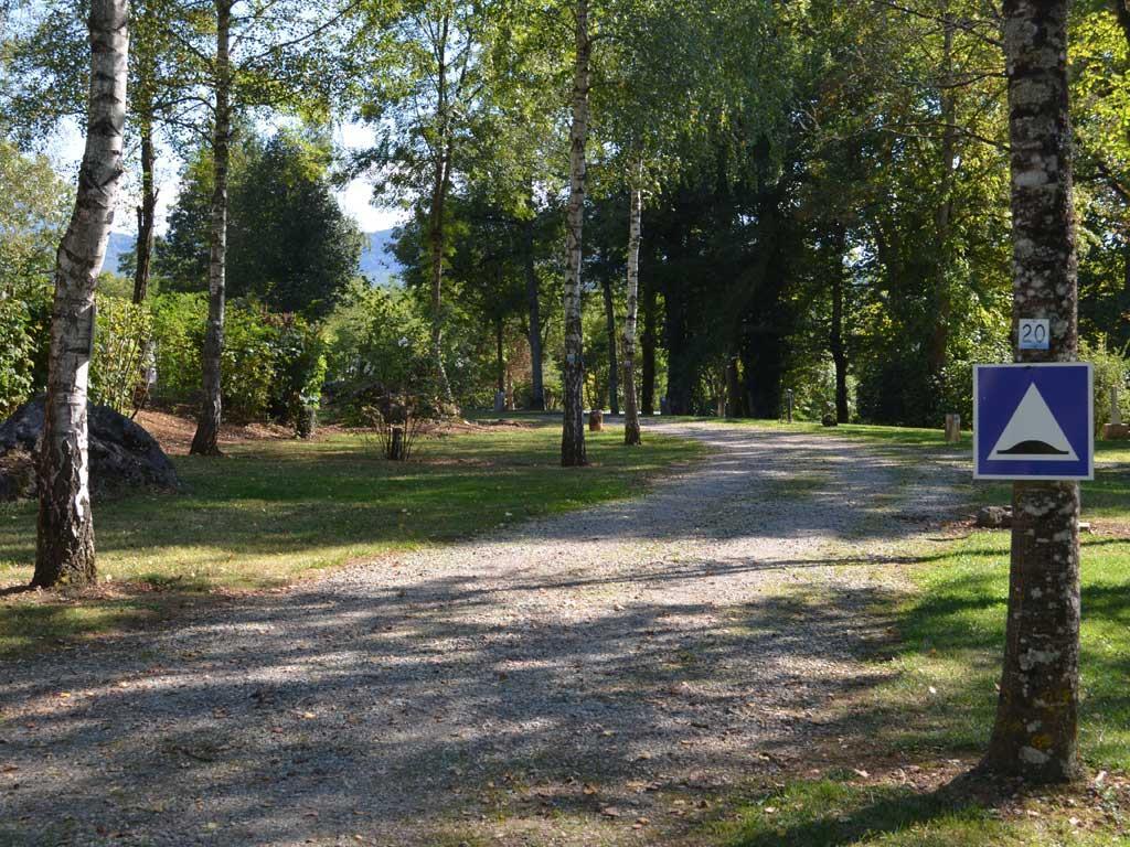 Emplacement - Forfait Grand Confort 2 Campeurs - 1 Tente Ou Caravane Ou Camping Car , Avec Électricité - Camping Parc d'Audinac les Bains
