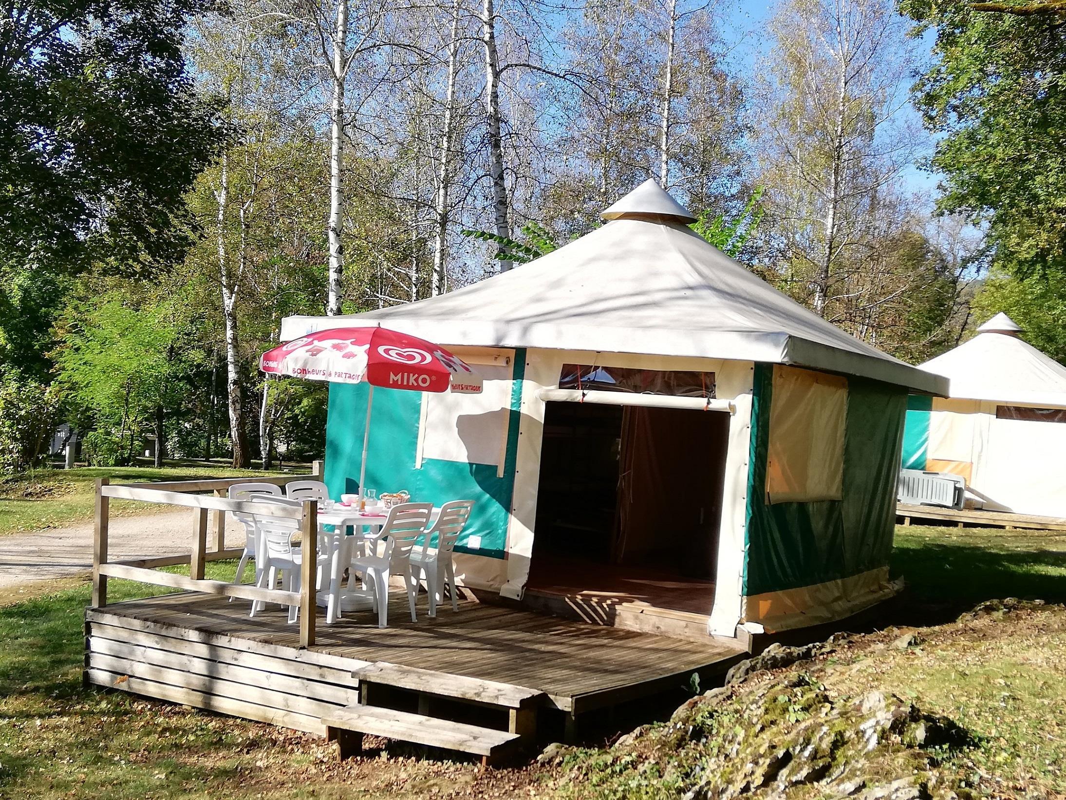 Location - Bungalow Toilé Meublé Trigano - Sans Sanitaires - Camping Parc d'Audinac les Bains
