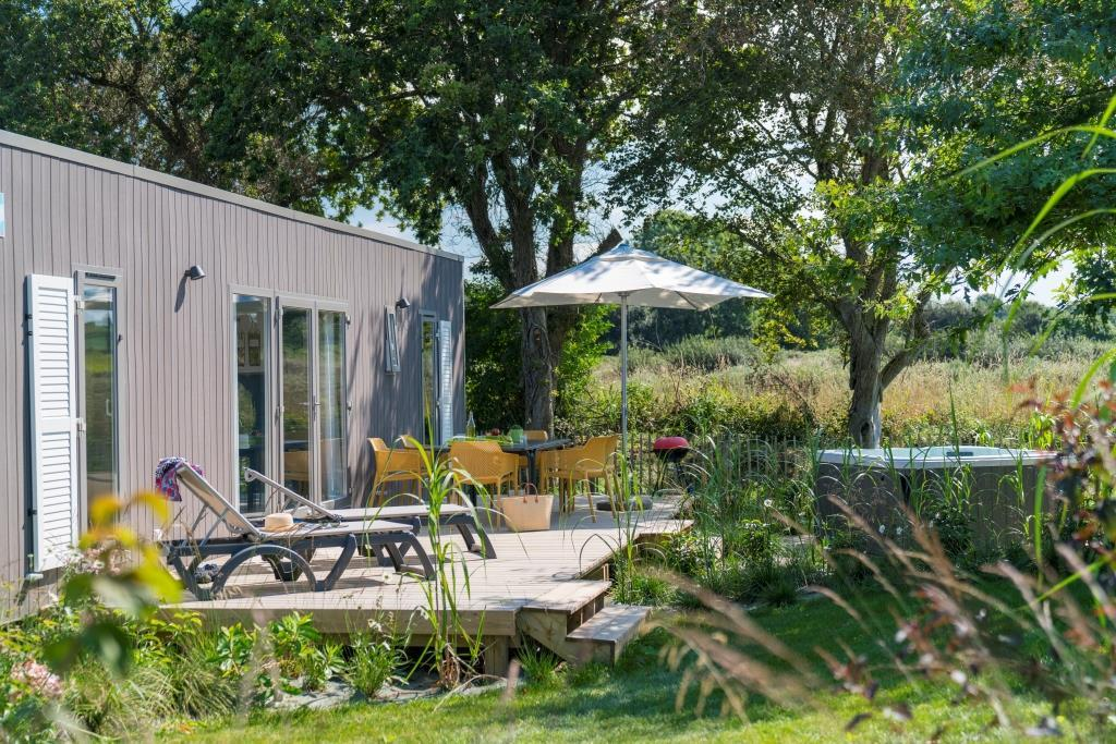 Location - Cottage Natura Lodge Premium 3 Chambres 2 Salles De Bain + Spa - Yelloh! Village Les Mouettes