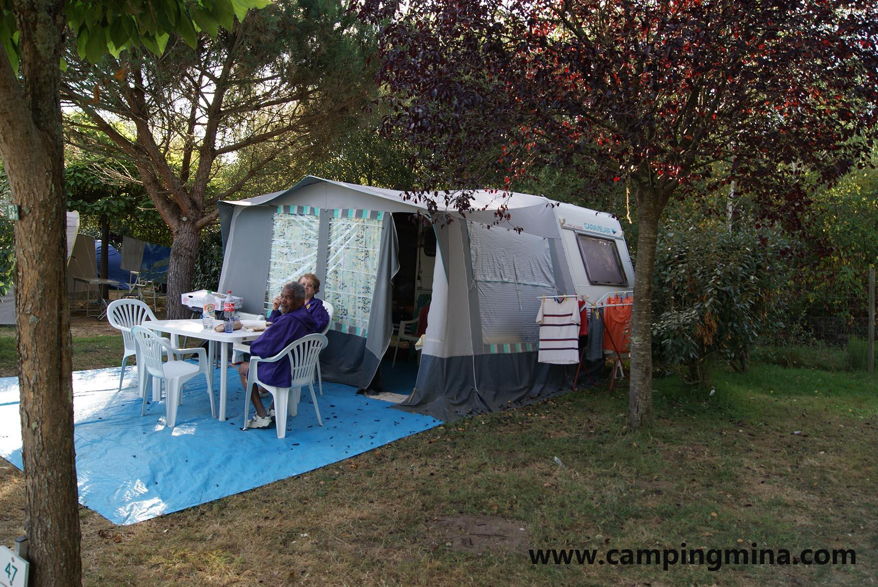 Emplacement - Forfait Nature (1 Tente, Caravane Ou Camping-Car / 1 Voiture) - Camping Les Étangs Mina