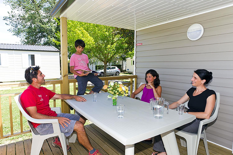 Mobil-home climatisé 2 chambres - 31 m² - terrasse semi-couverte incluse