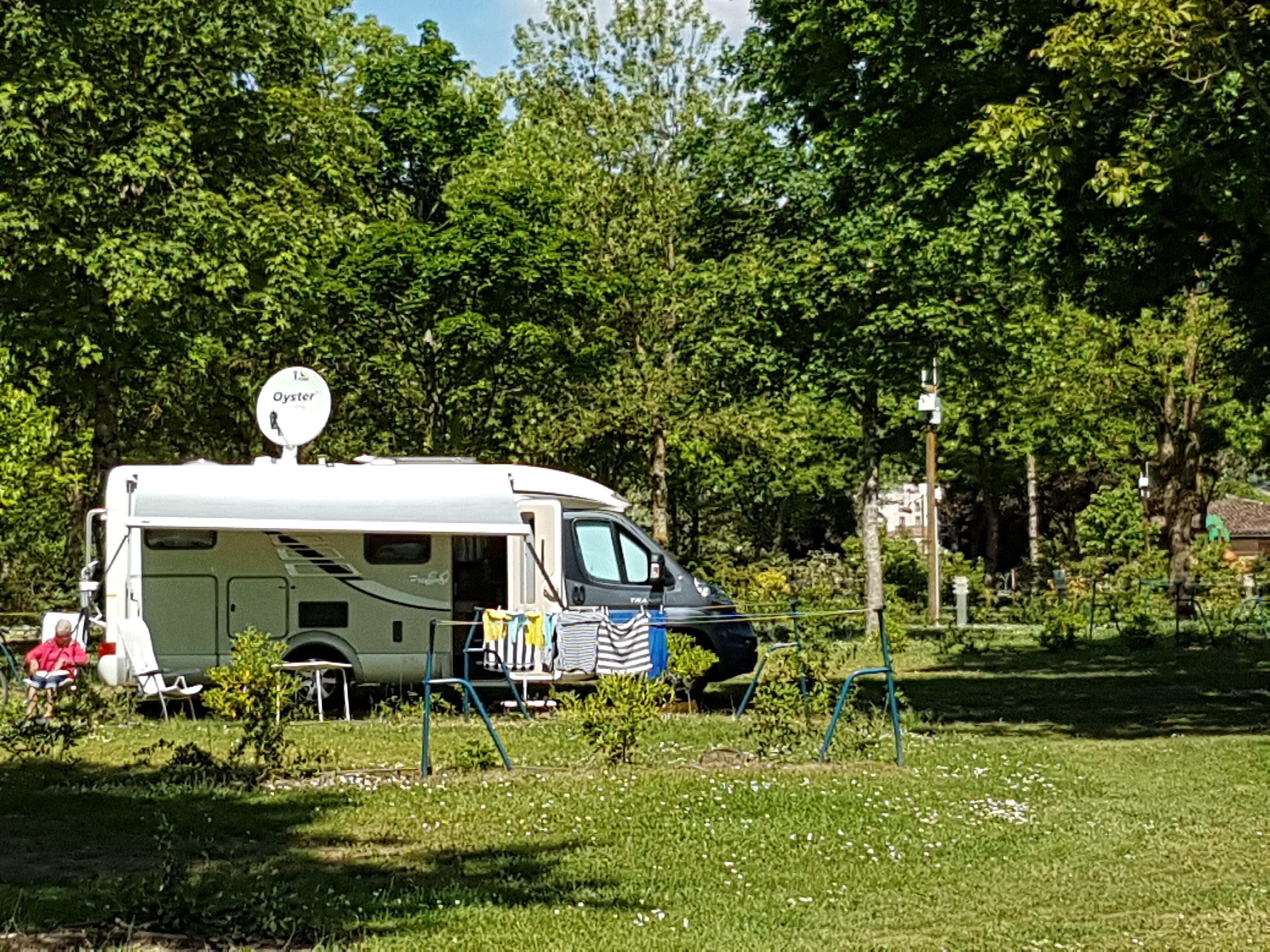 Emplacement - Forfait Acsi  Caravane / Camping Car - Camping Municipal de l'Île de Bidounet