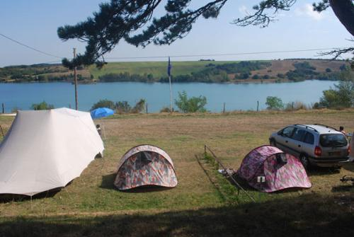 Standplaats: Auto + Tent Of Caravan + Elektriciteit 10A - View On The Lake