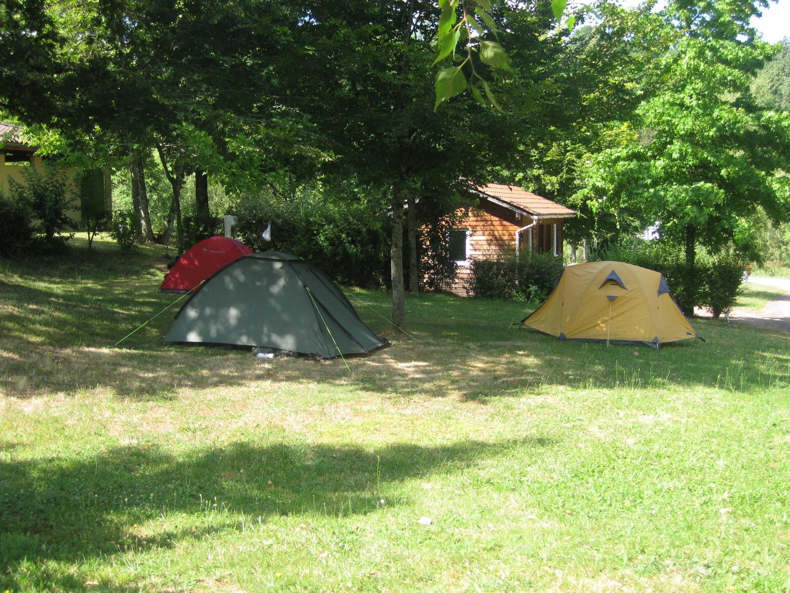 Emplacement - Emplacement + 1 Voiture + Électricité - Camping Le Repaire