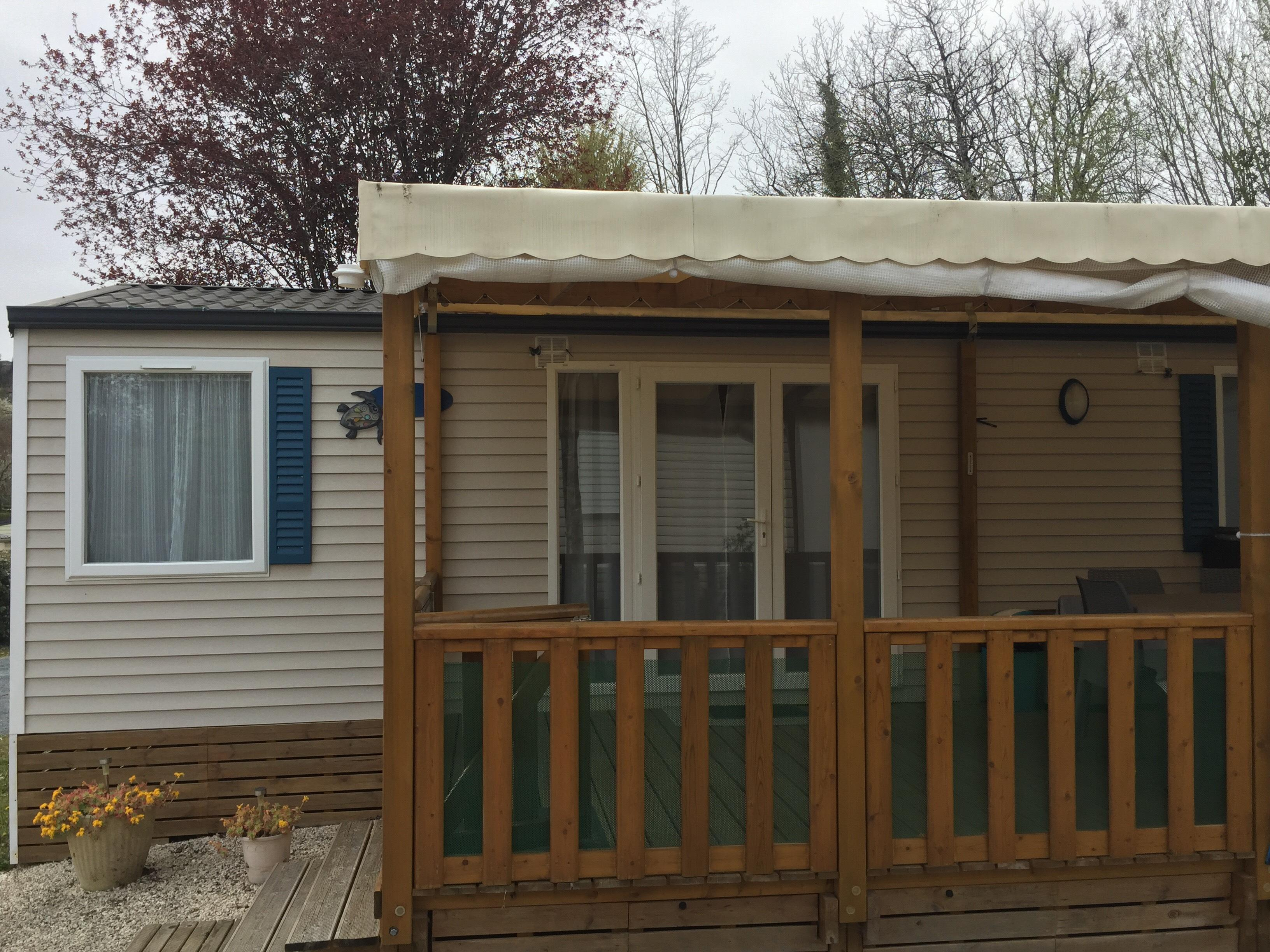 Location - Mobilhome 2 Chambres N°17 - Terrasse En Bois Couverte - Camping Le Repaire