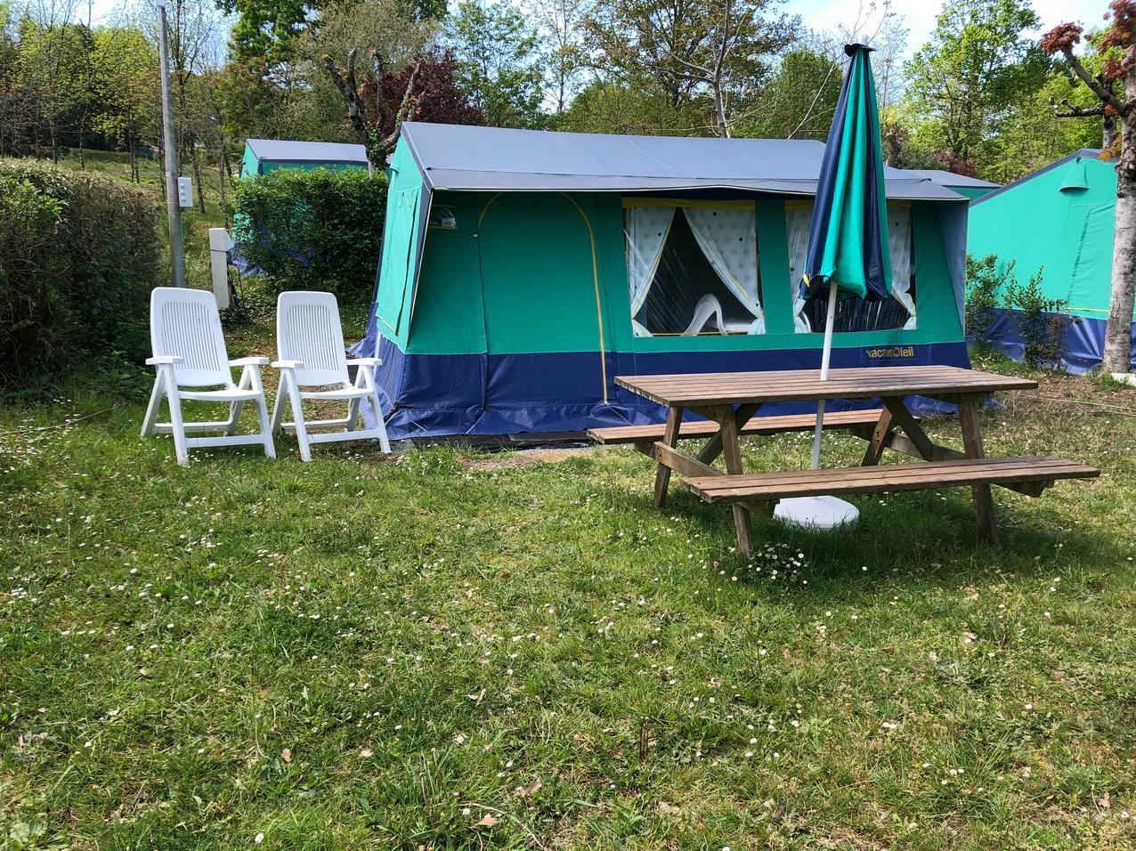 Location - Tente Aménagée - Camping Le Repaire