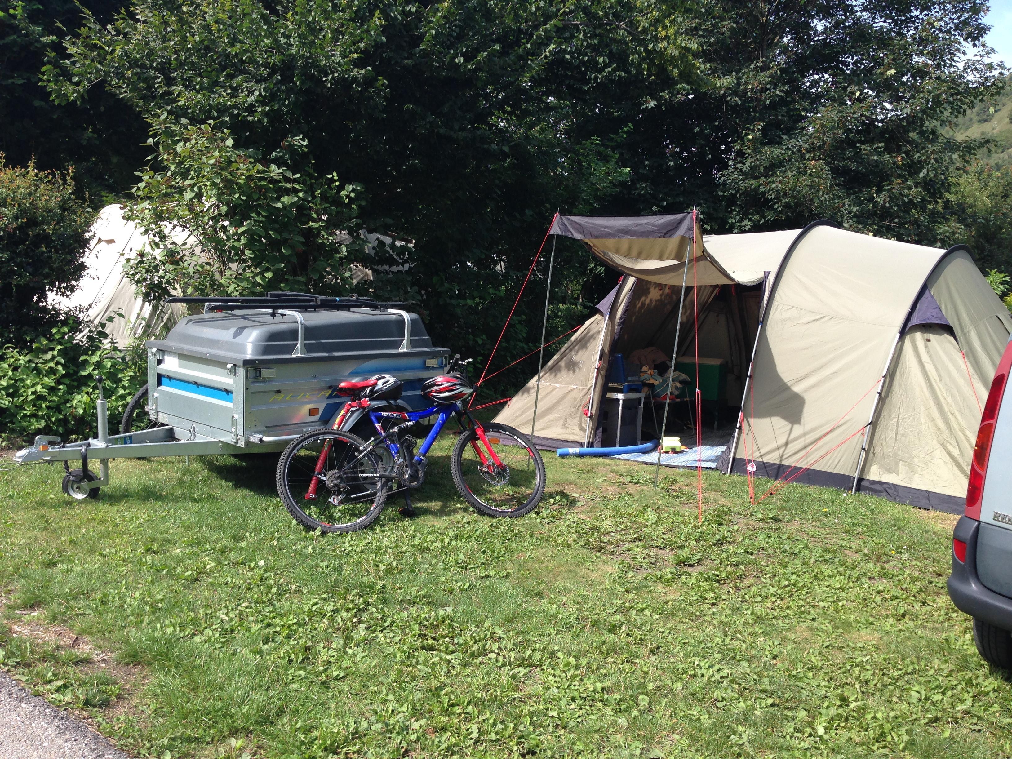 Emplacement - Forfait Confort Emplacement Classique 100M² (1 Tente, 1 Caravane Ou 1 Camping-Car / 1 Voiture / Électricité 6A) + Raccordement Eau Et Évacuation Des Eaux Usées - Camping L'Eden de la Vanoise