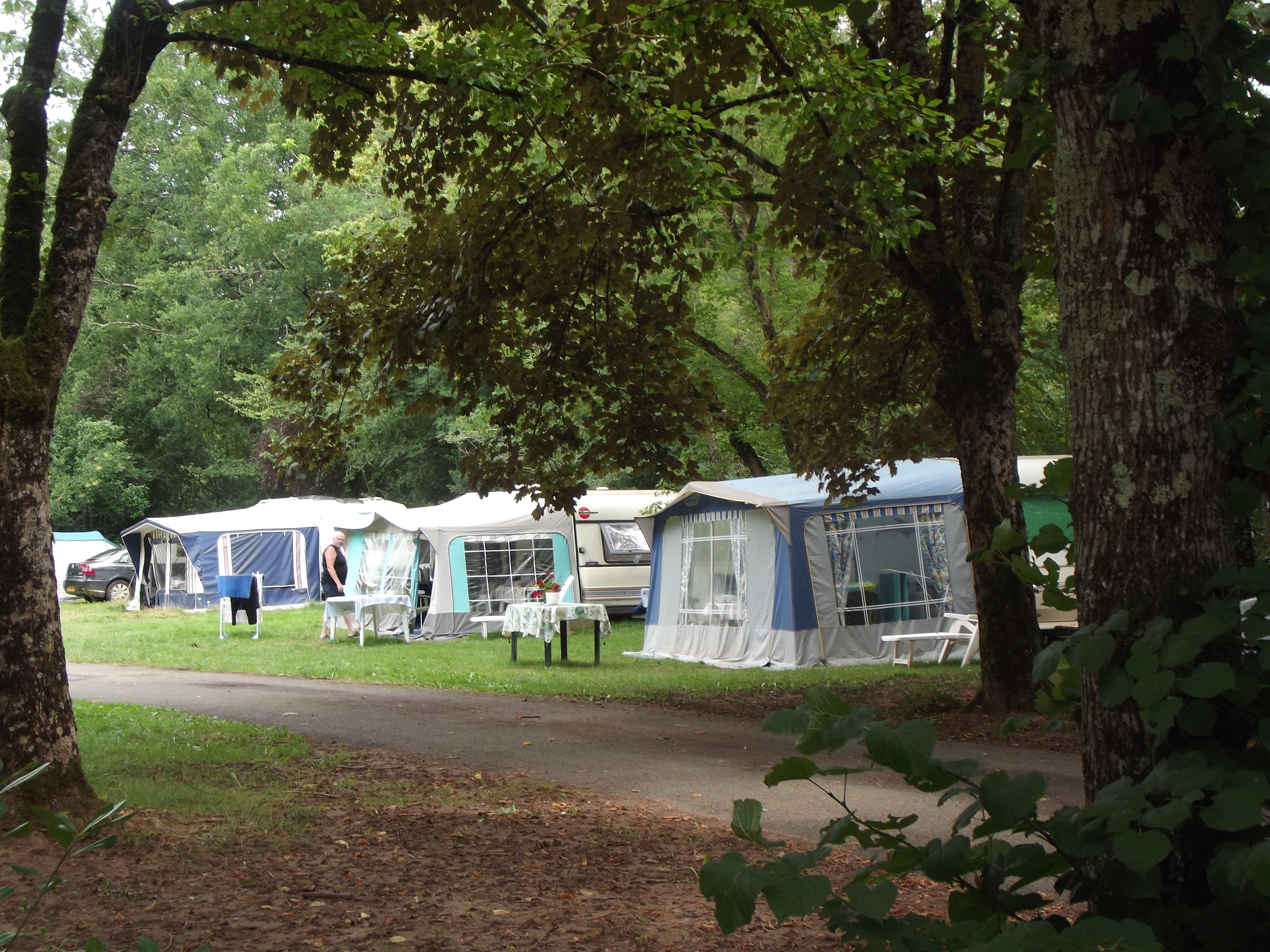 Camping les Vignes, Puy-l'Eveque, Lot