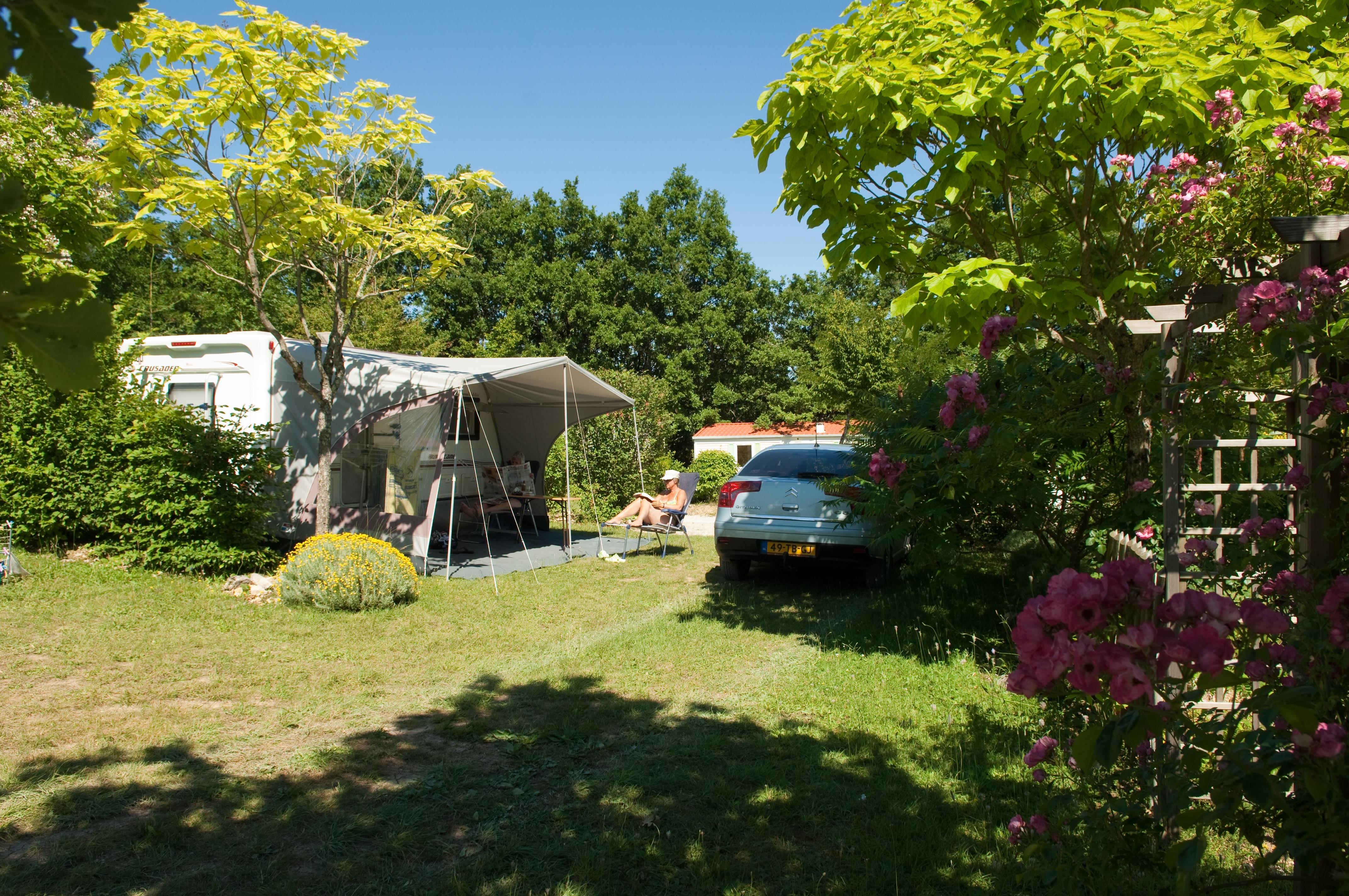 Privilège Package (1 tent, caravan or motorhome / 1 car / electricity 10A) + Water point + pitch XXL 250m²