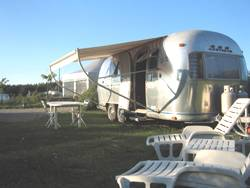 Huuraccommodaties - Caravan Airstream Safari Colorado - Belrepayre Airstream & Retro camping