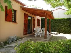Chalet 30 à 35m²  (extra charge for 5th person) TV - washing machine - Tranasts (sunday/sunday)