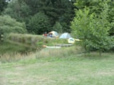 Pitch - Nature pitch for small tent (max. 4m²) next to swimming lake (no car) - Aux Sources de Lescheret