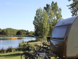 Package GRAND CONFORT : pitch 100-130m², caravan, camping-car or tent, 1 car, electricity (10A), water & sewage