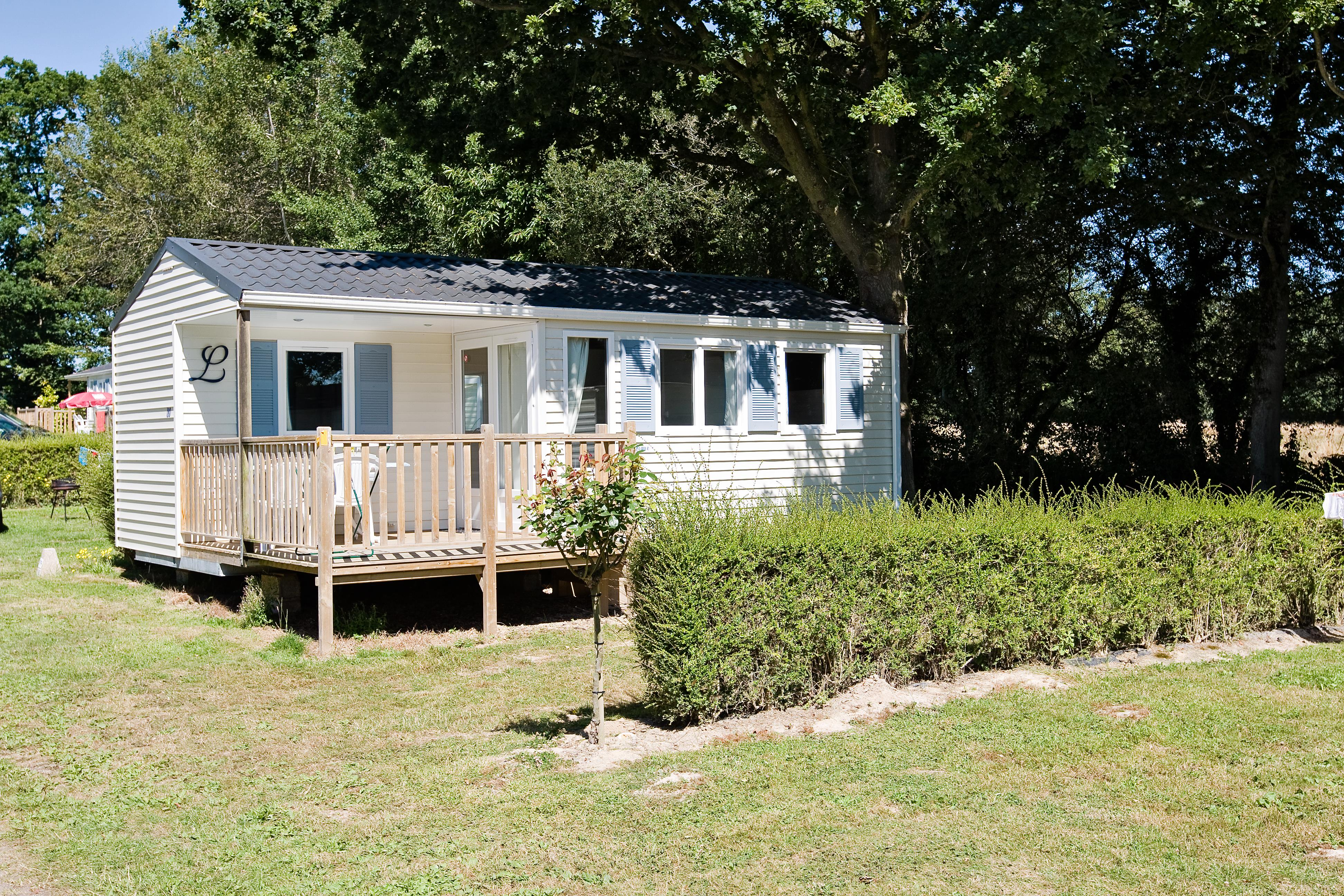 Mobil home 2 bedrooms -1 bathroom - wooden terrace -TV (French channels)