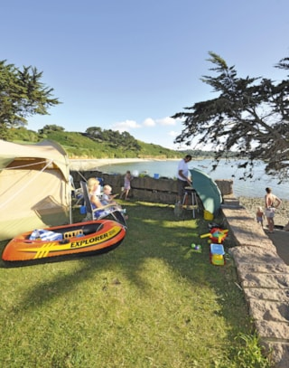 Campingpitch - with seaview - including 2 people, electricity and car