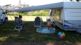 Pitch - Pitch with electricity including 2 people, 1 car + 1 tent / caravan OR 1 camper - Camping de Nevers